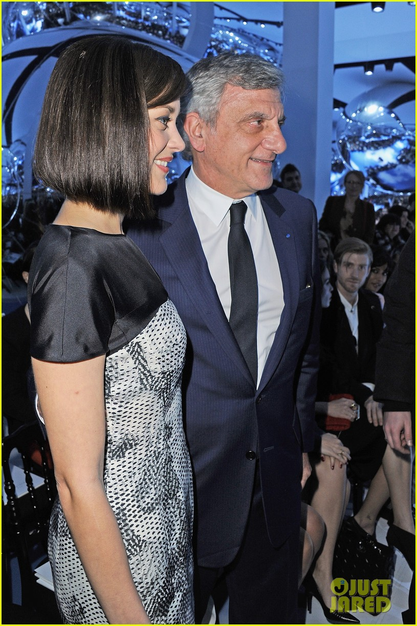 marion cotillard dior paris fashion show 14
