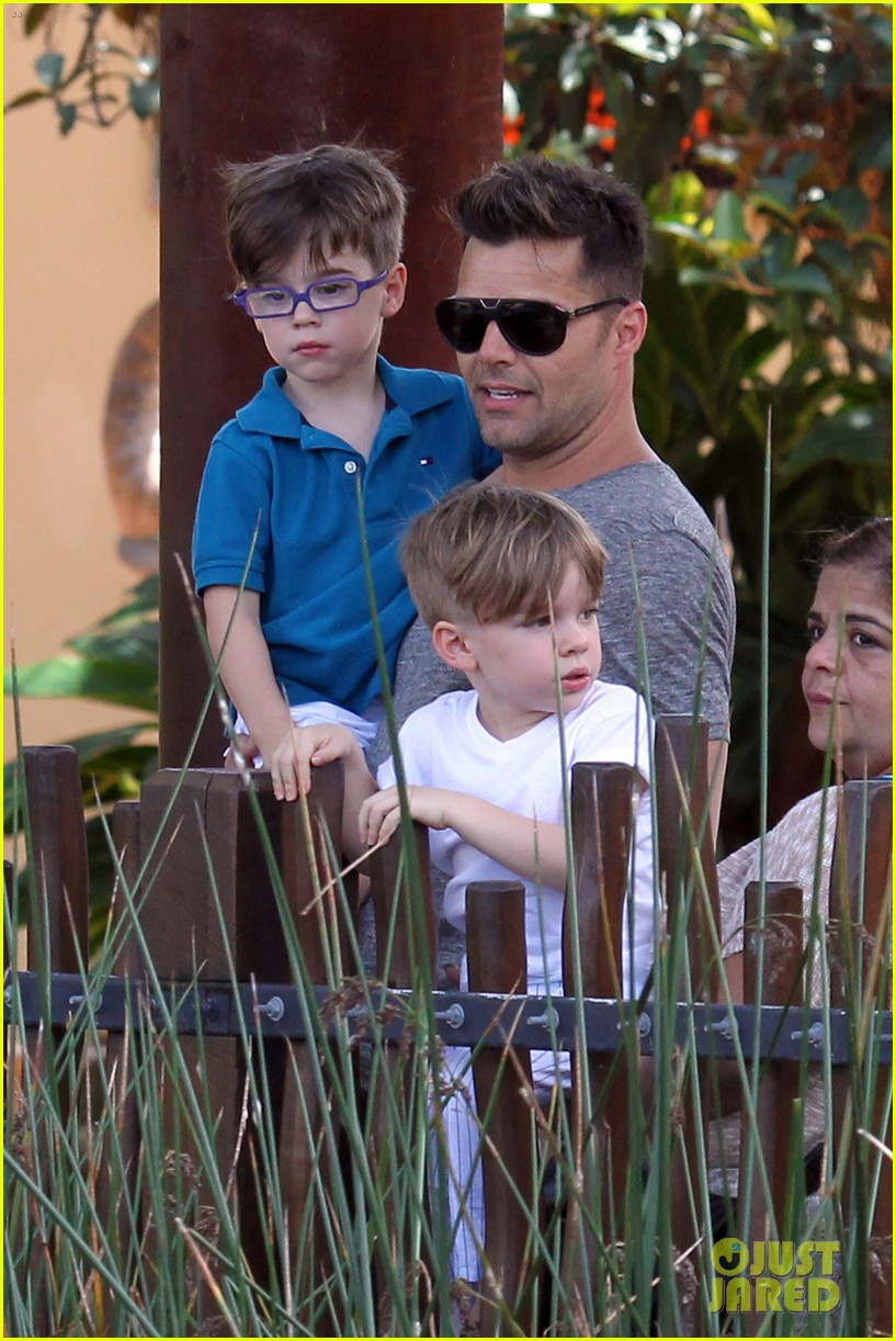 ricky martin taronga zoo with matteo and valentino 02