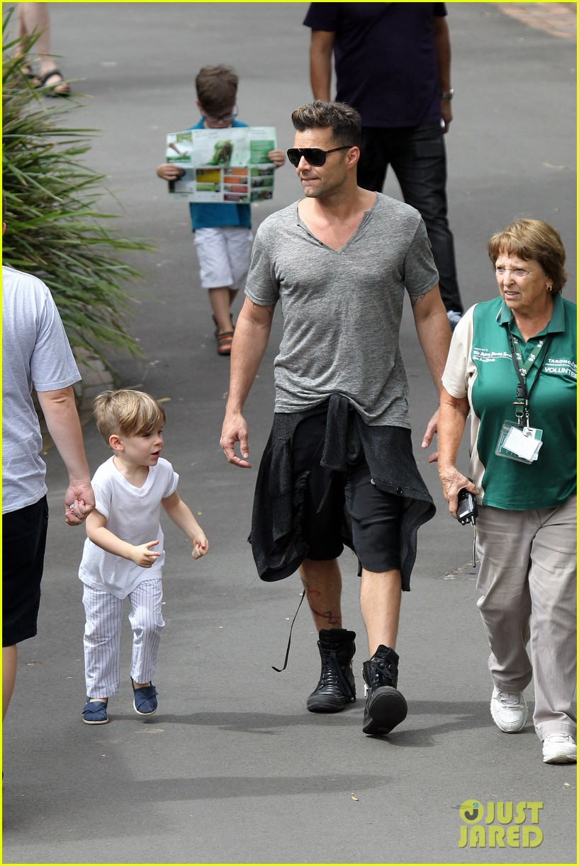 ricky martin taronga zoo with matteo and valentino 10