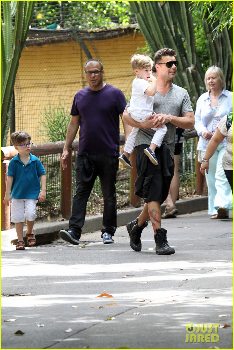 ricky martin taronga zoo with matteo and valentino 17