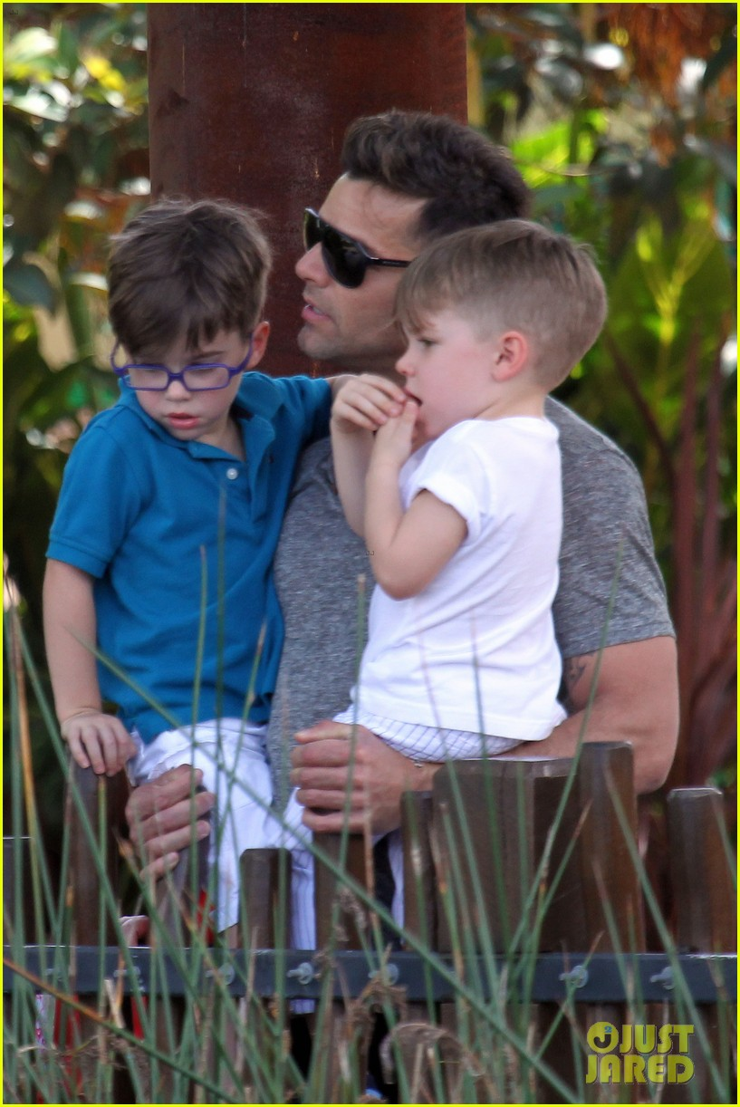 ricky martin taronga zoo with matteo and valentino 20