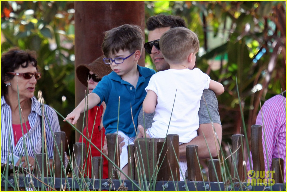ricky martin taronga zoo with matteo and valentino 232826340
