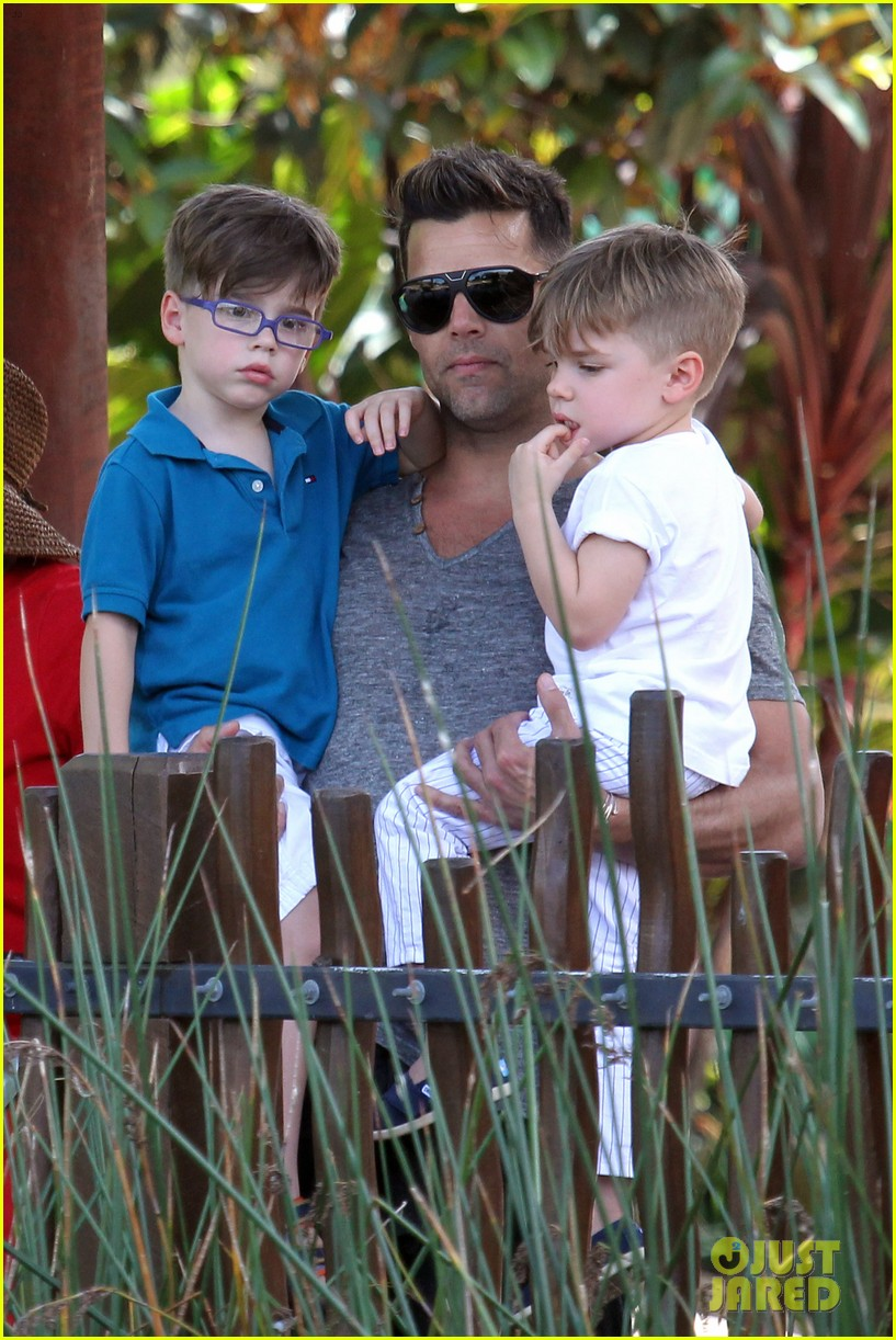 ricky martin taronga zoo with matteo and valentino 24