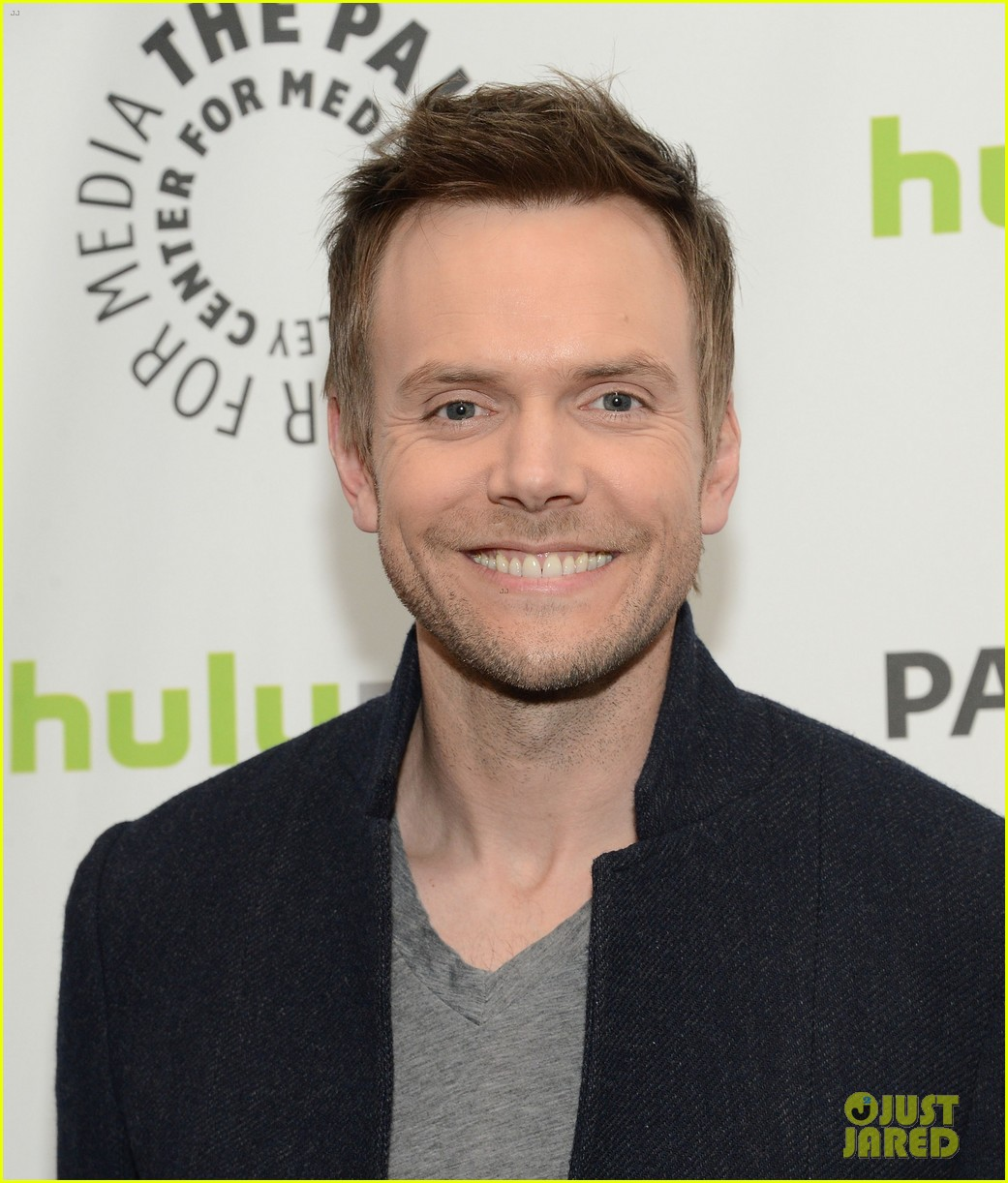 joel mchale alison brie paleyfest with community cast 052825930