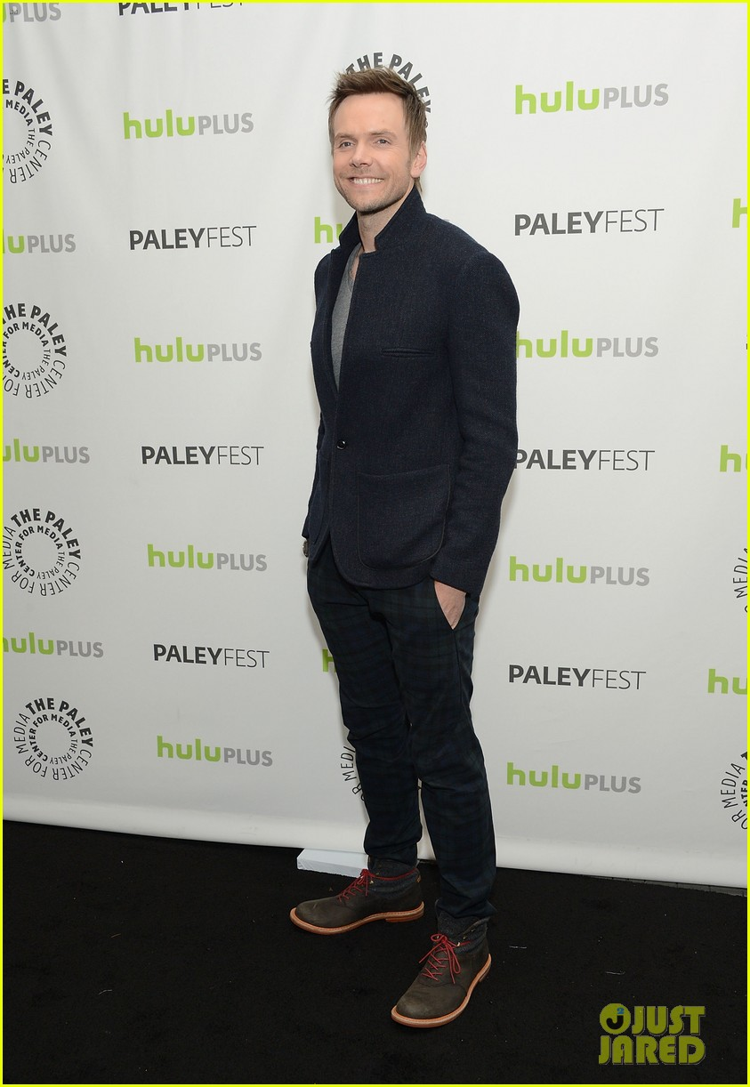 joel mchale alison brie paleyfest with community cast 072825932