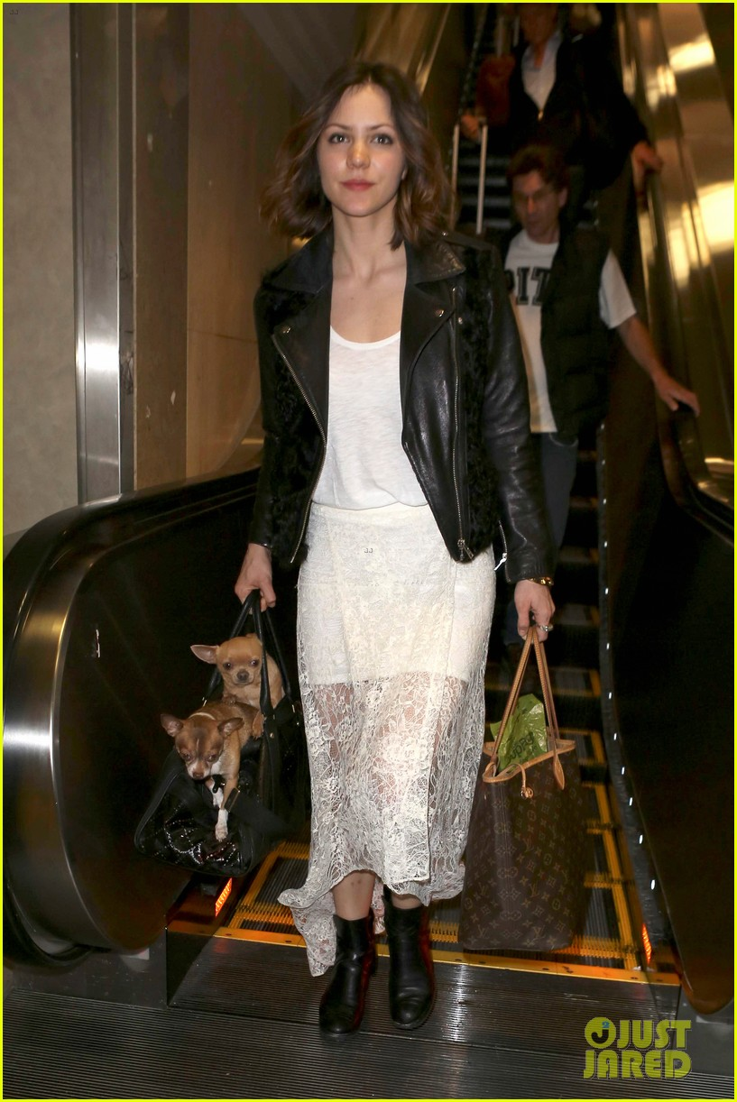 katharine mcphee double puppy purse at airport 03