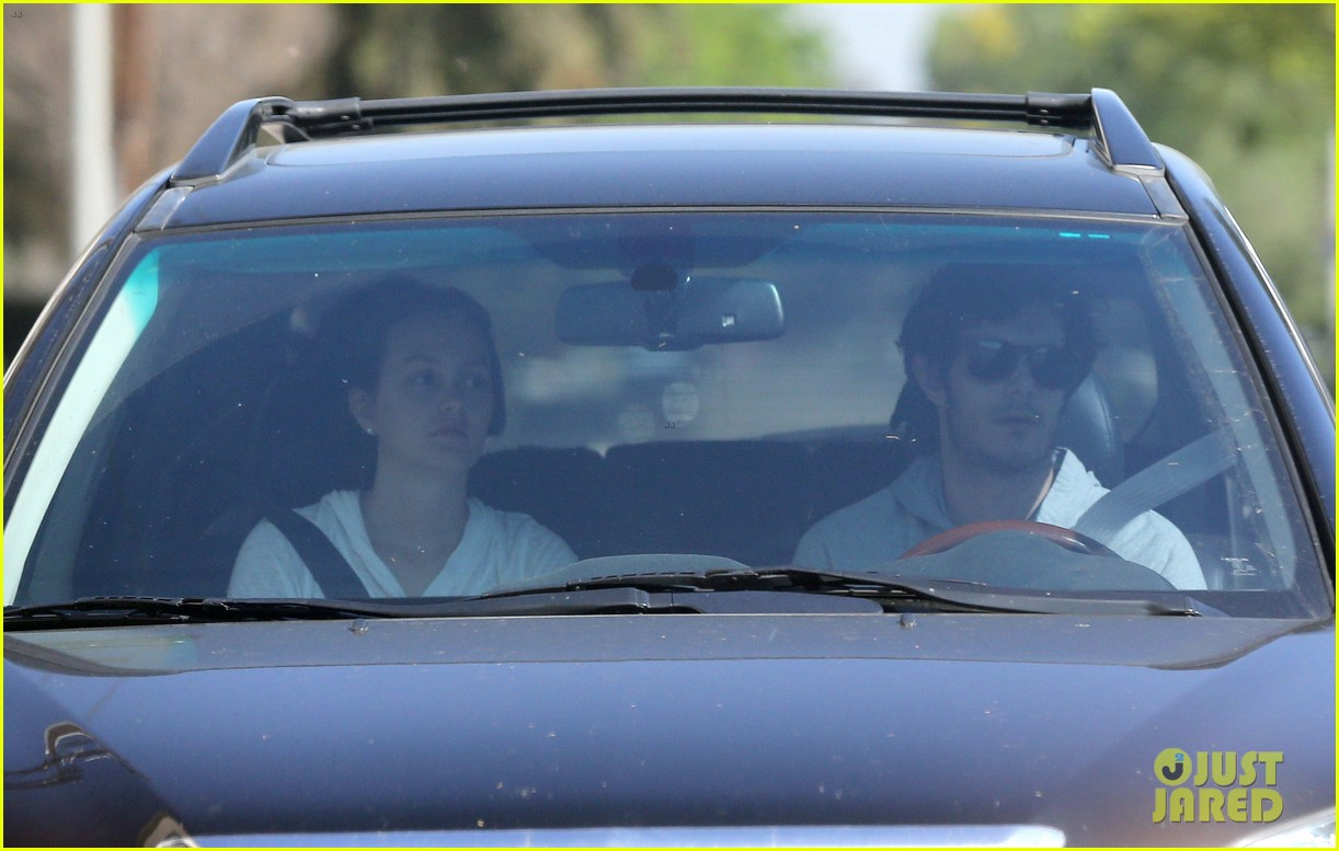 leighton meester adam brody early morning drive 08
