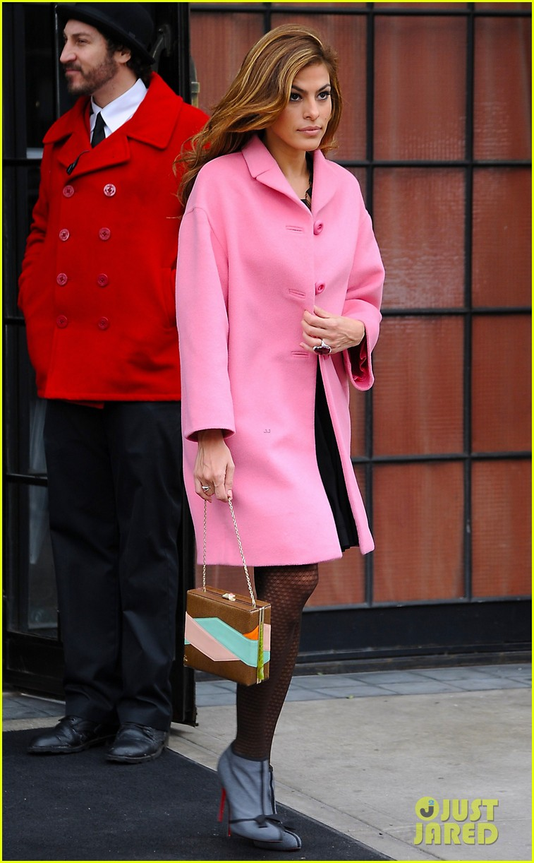 eva mendes lady in pink 032829281
