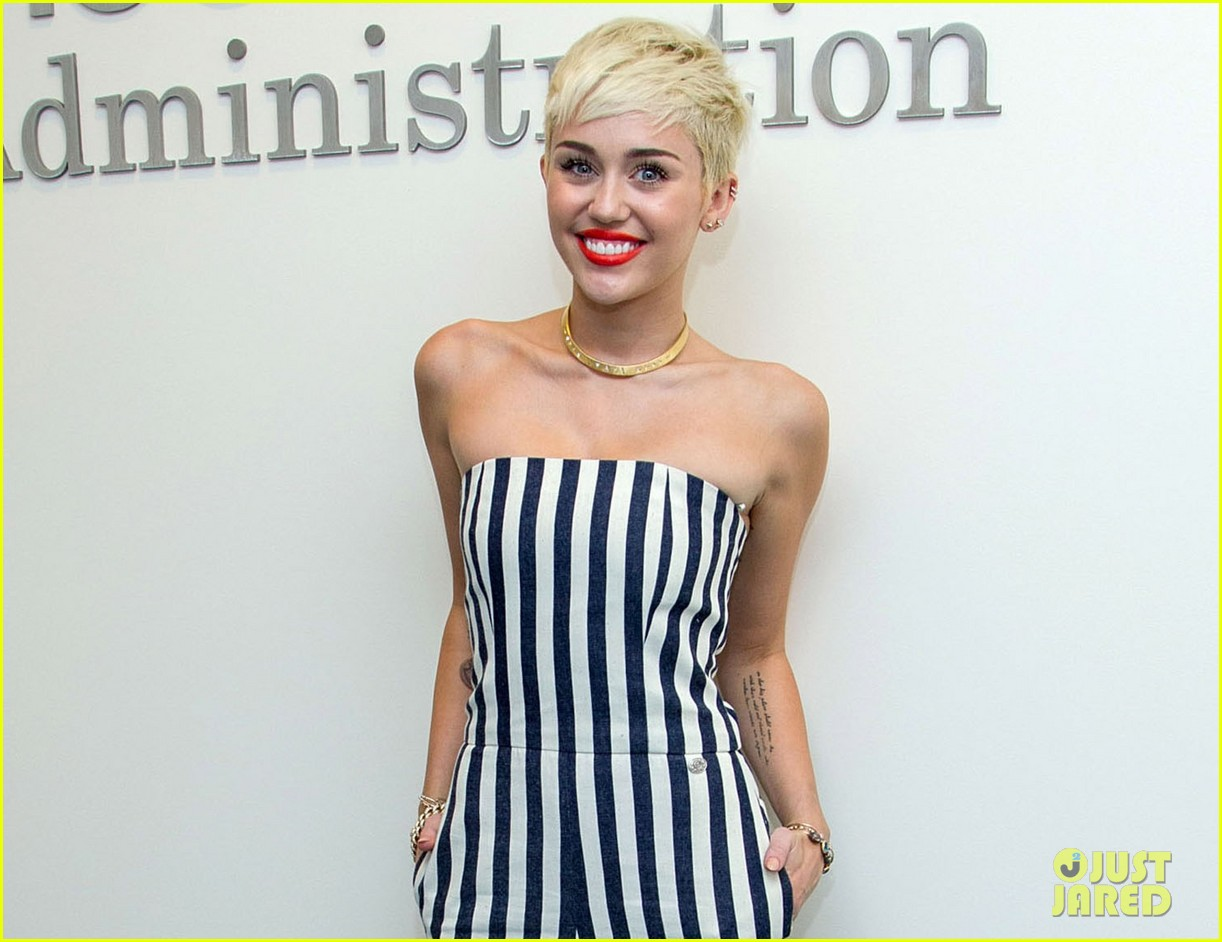 miley cyrus new music coming collaboration with snoop dogg 03