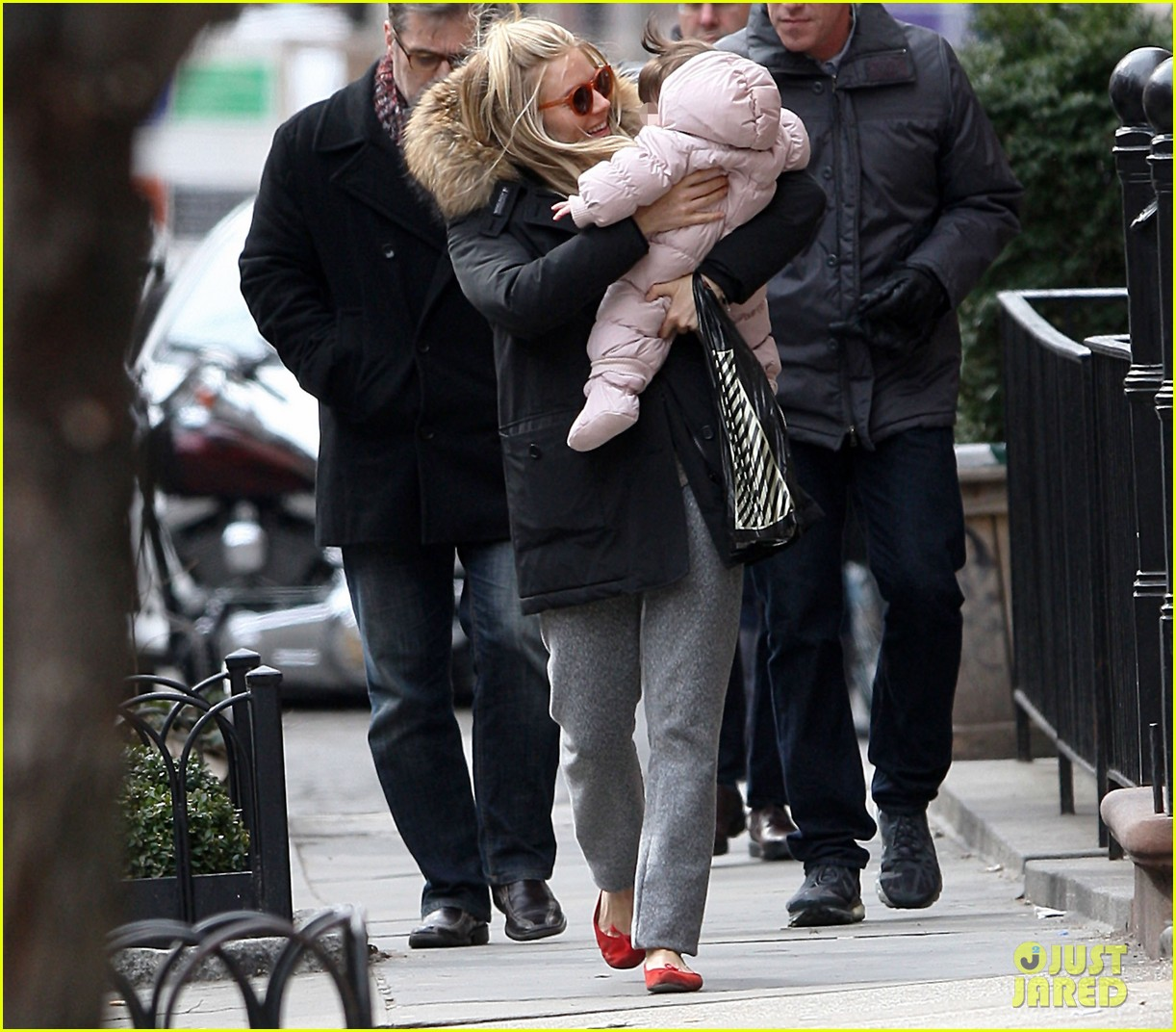 sienna miller tom sturridge sunday family day with marlow 082832467