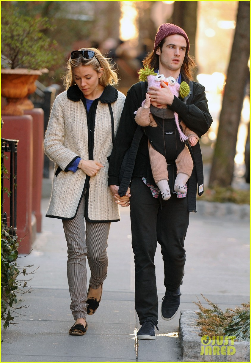 sienna miller tom sturridge west village walk with marlowe 072828353