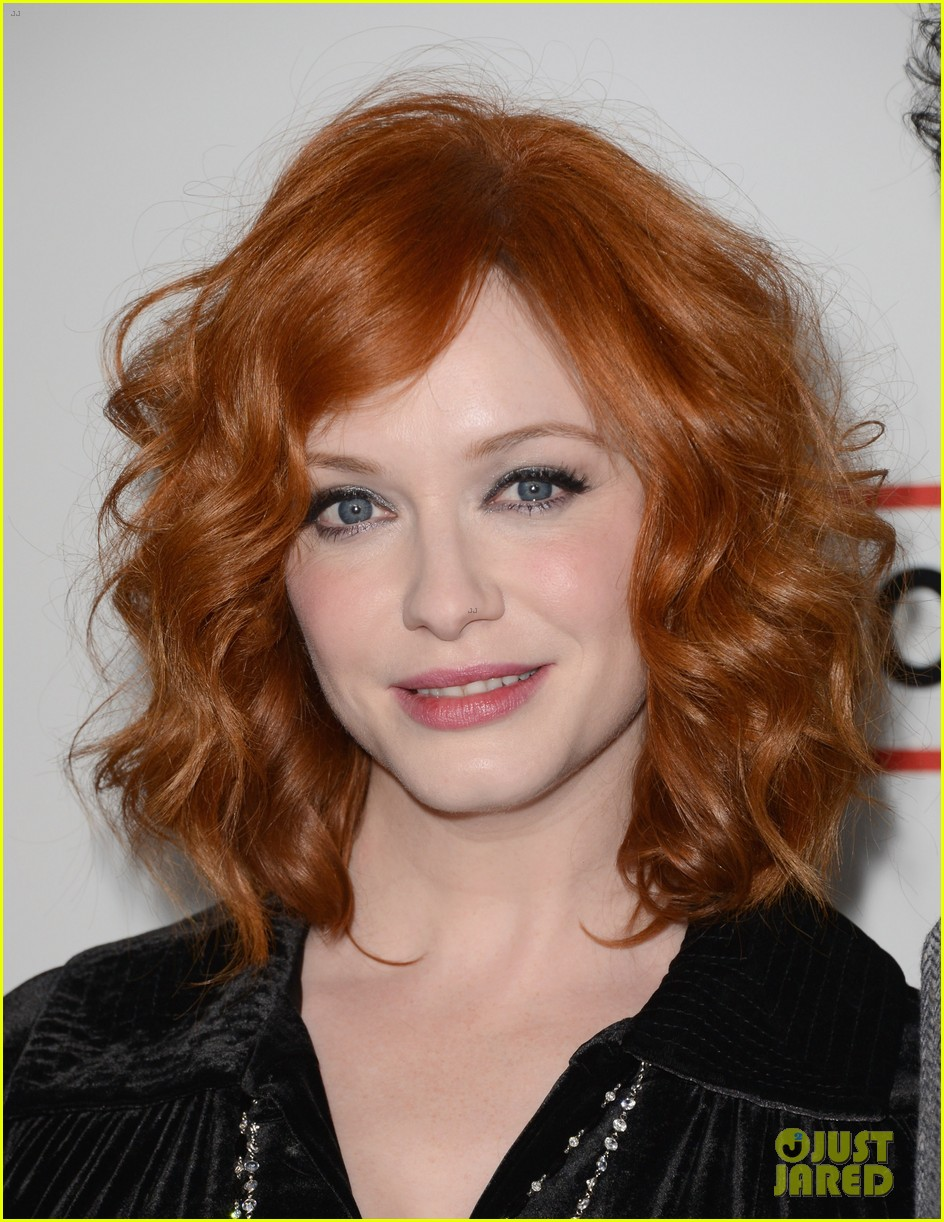 elisabeth moss christina hendricks mad men premiere 14