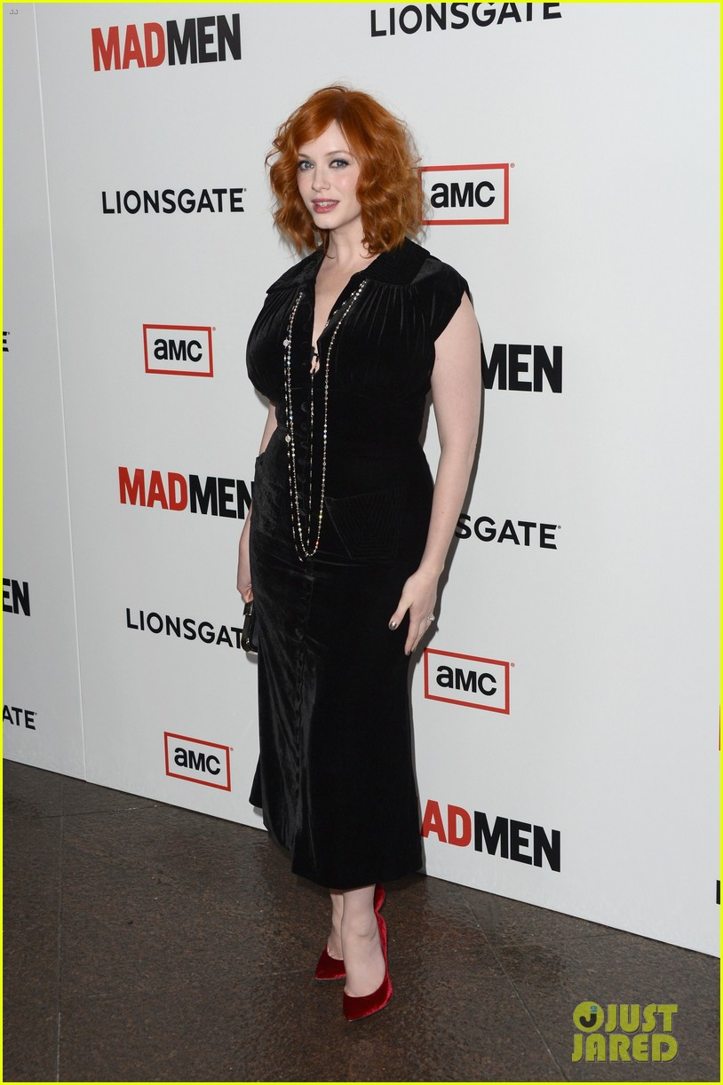 elisabeth moss christina hendricks mad men premiere 152834786