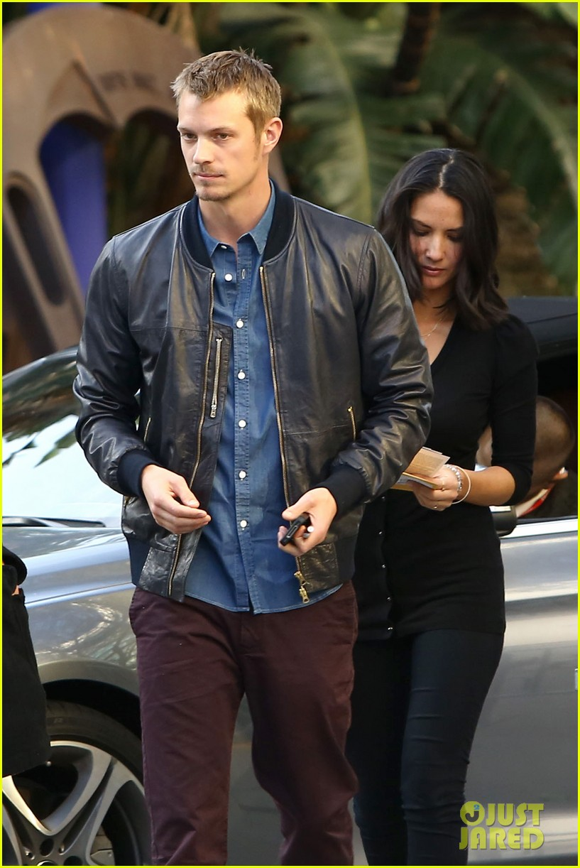 olivia munn joel kinnaman lakers lovebirds 02