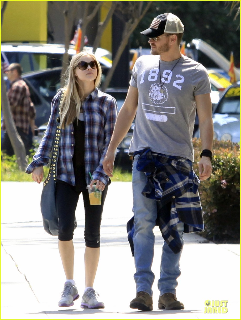 chad michael murray kenzie dalton plaid matching couple 11