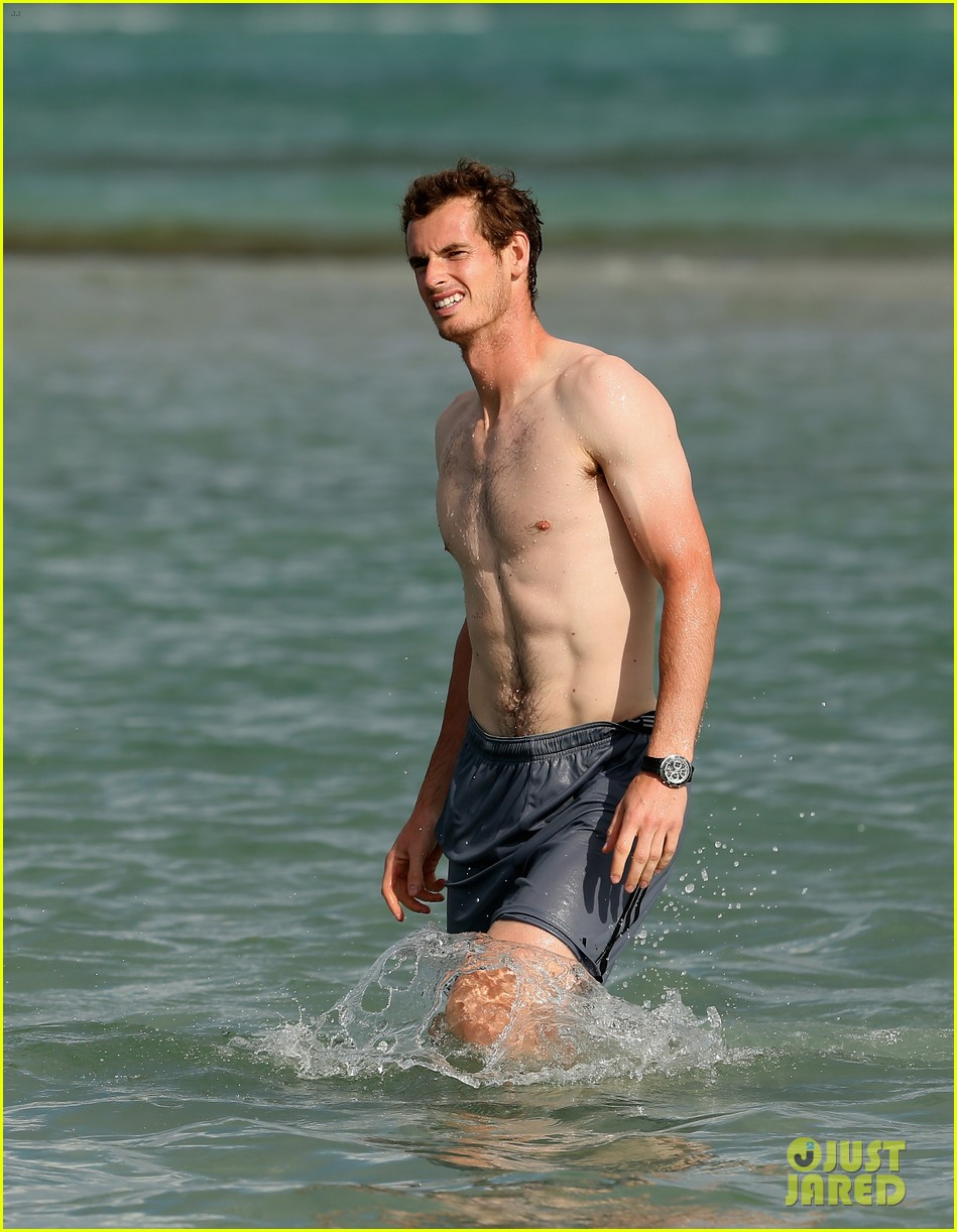andy murray shirtless victory swim after sony open win 03