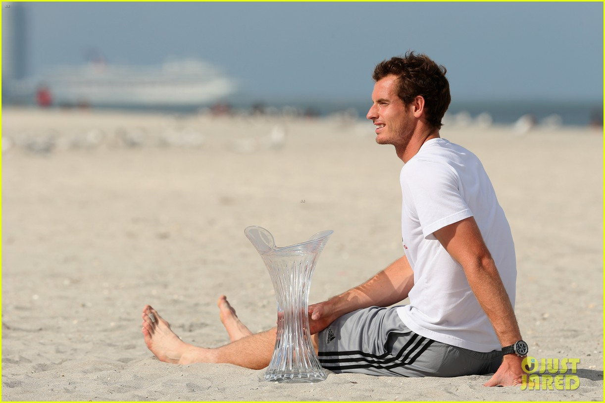 andy murray shirtless victory swim after sony open win 30