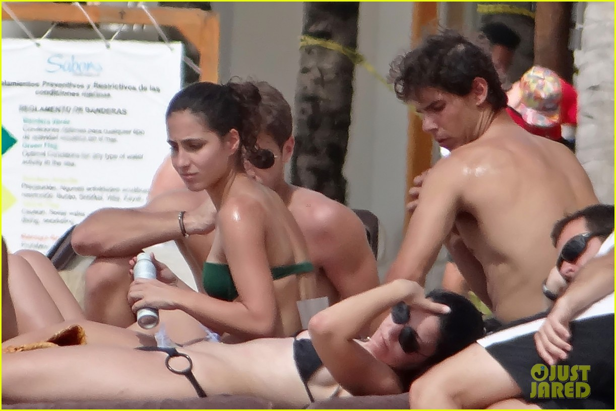 rafael nadal shirtless beach vacation with maria perrello 08