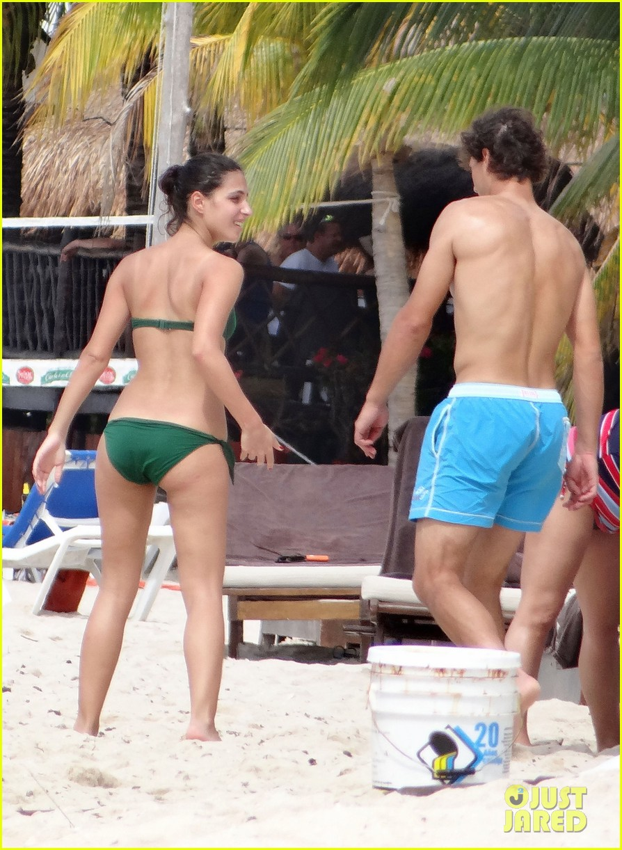 rafael nadal shirtless beach vacation with maria perrello 13
