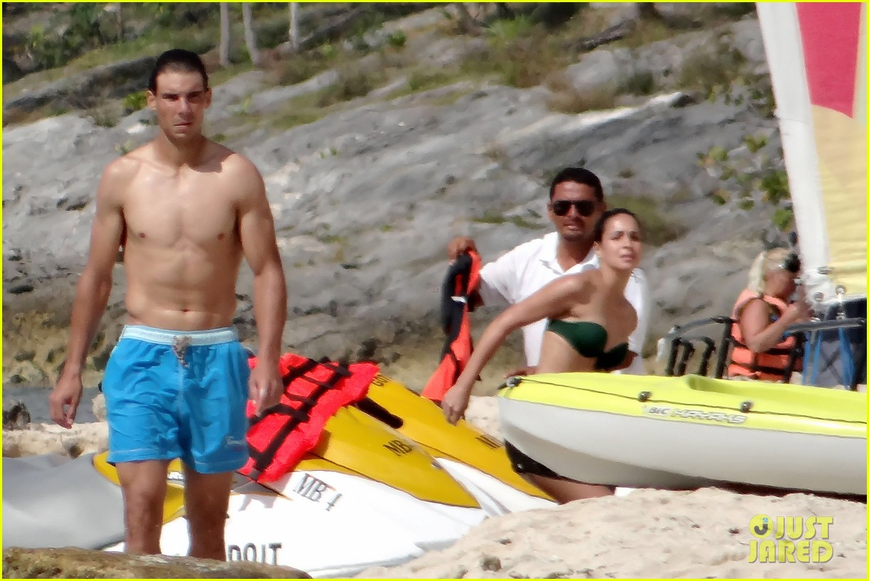rafael nadal shirtless beach vacation with maria perrello 20
