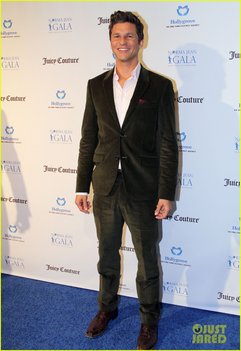 neil patrick harris busy philipps norma jean gala 07