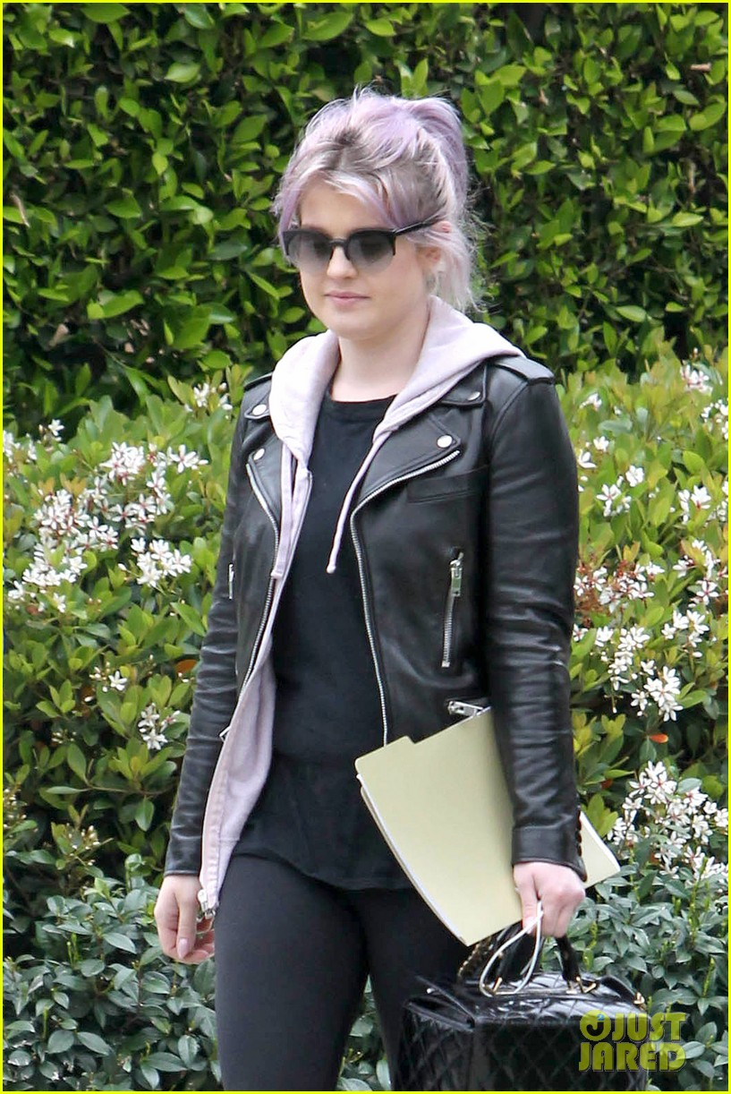 kelly osbourne steps out post seizure hospitalization 062832537