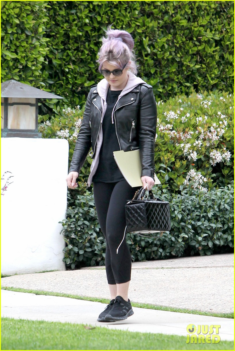kelly osbourne steps out post seizure hospitalization 072832538