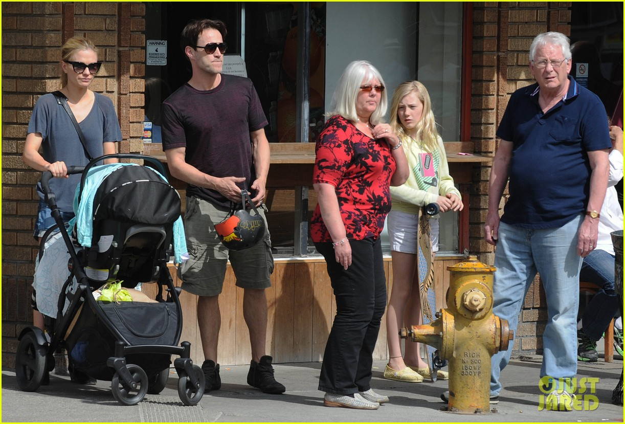anna paquin stephen moyer abbot kinney with the family 01