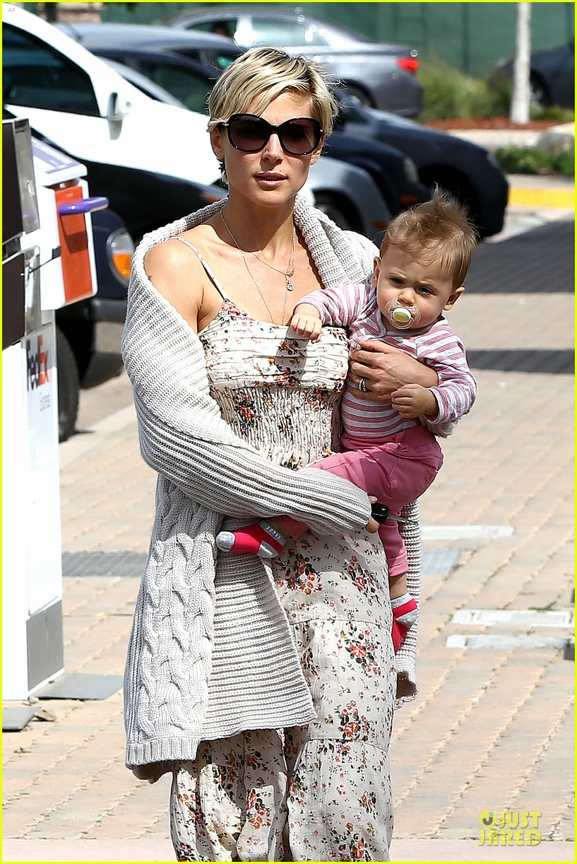 elsa pataky india taverna tony with mom cristina 11
