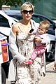 elsa pataky india taverna tony with mom cristina 25