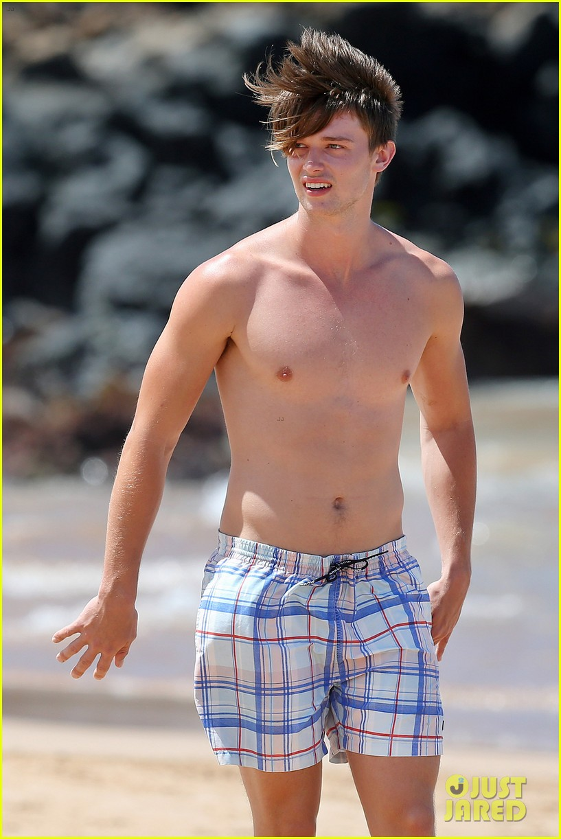 shirtless patrick schwarzenegger kissing taylor burns 102839374