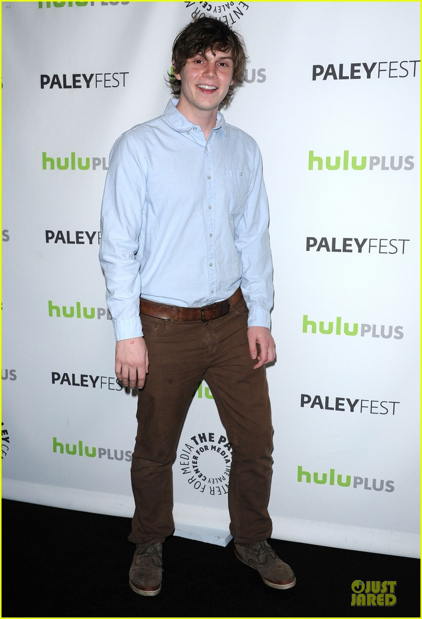 evan peters sarah paulson paleyfest with american horror story cast 07