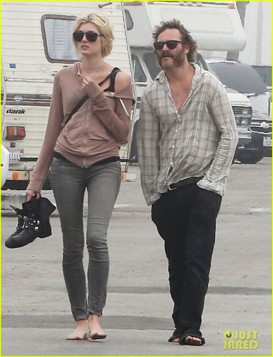joaquin phoenix barefoot stroll in venice with heather christie 092829808