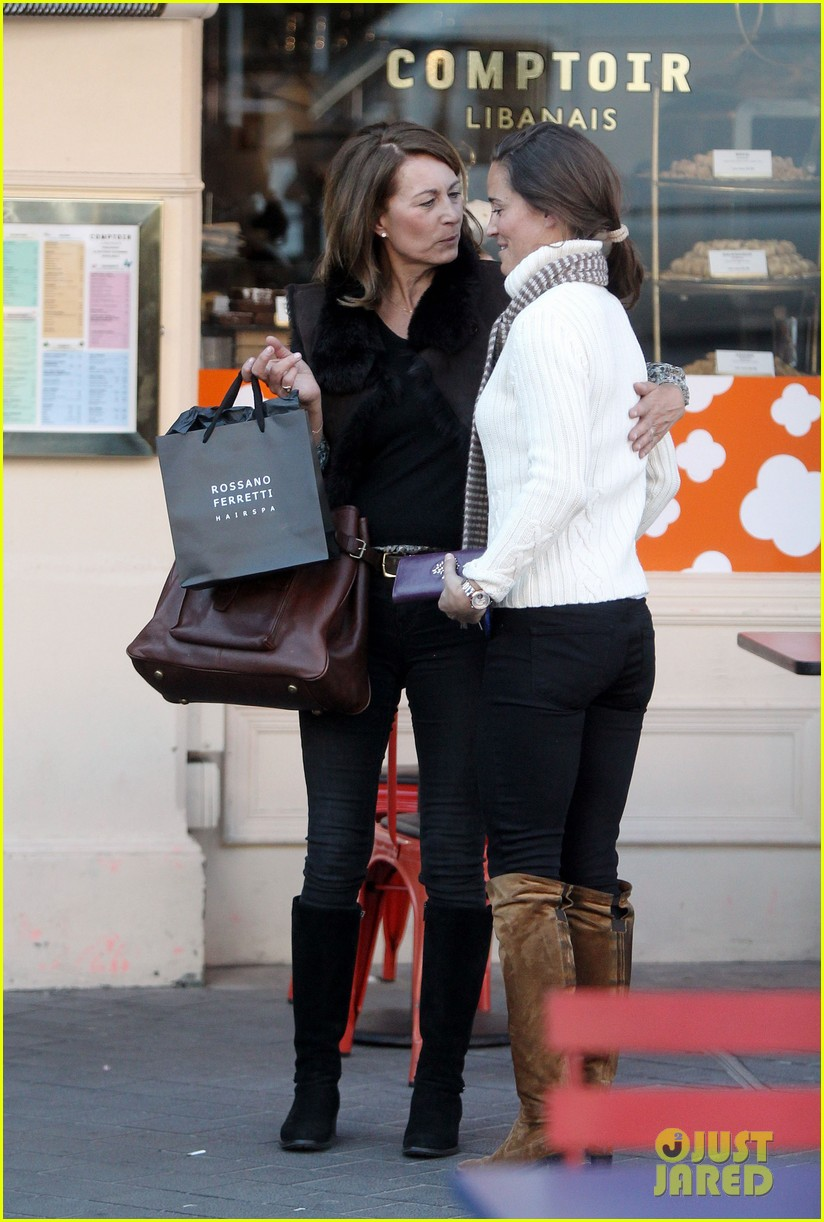 pippa middleton comptoir lunch with mom carole 052827309