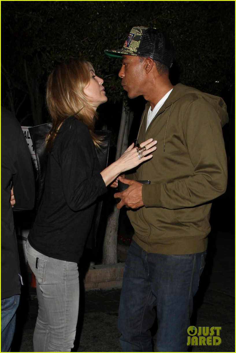 ellen pompeo chris ivery date night kisses 11