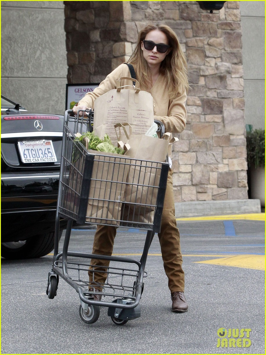 natalie portman sunday grocery shopping 07