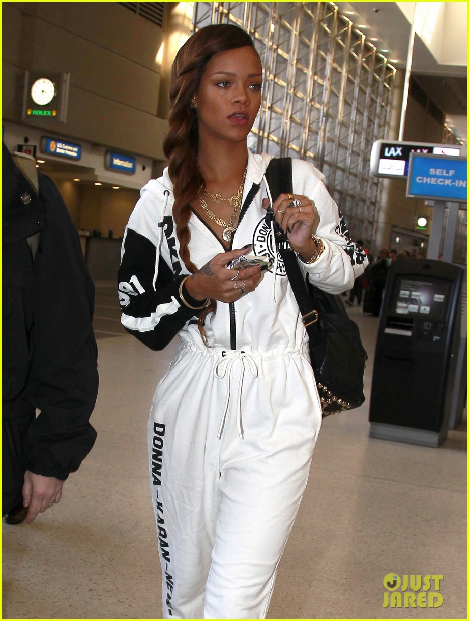rihanna all white lax departure 102824535