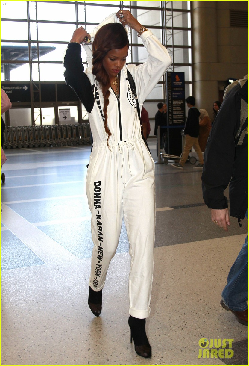 rihanna all white lax departure 11