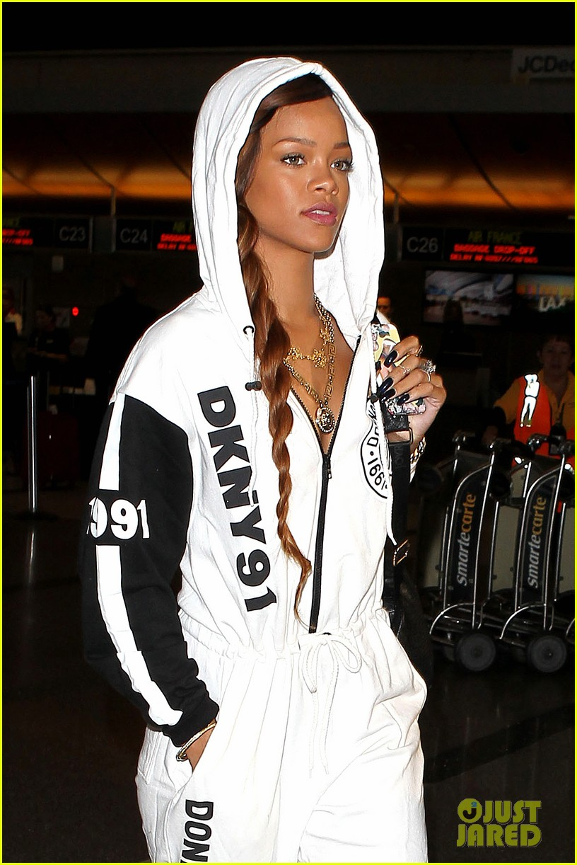 rihanna all white lax departure 182824543