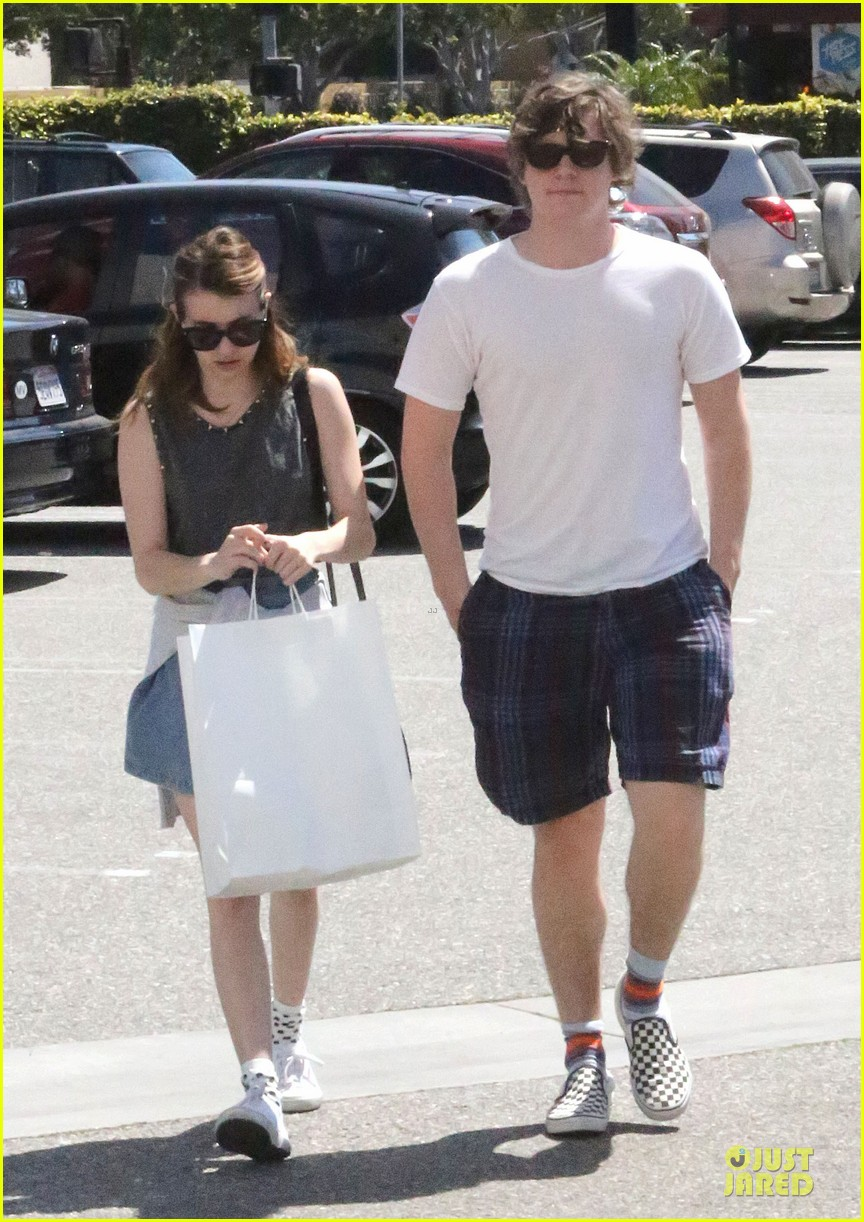 emma roberts evan peters samys camera couple 16