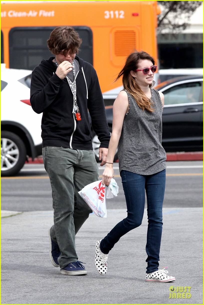 emma roberts evan peters cvs pharmacy stop 01