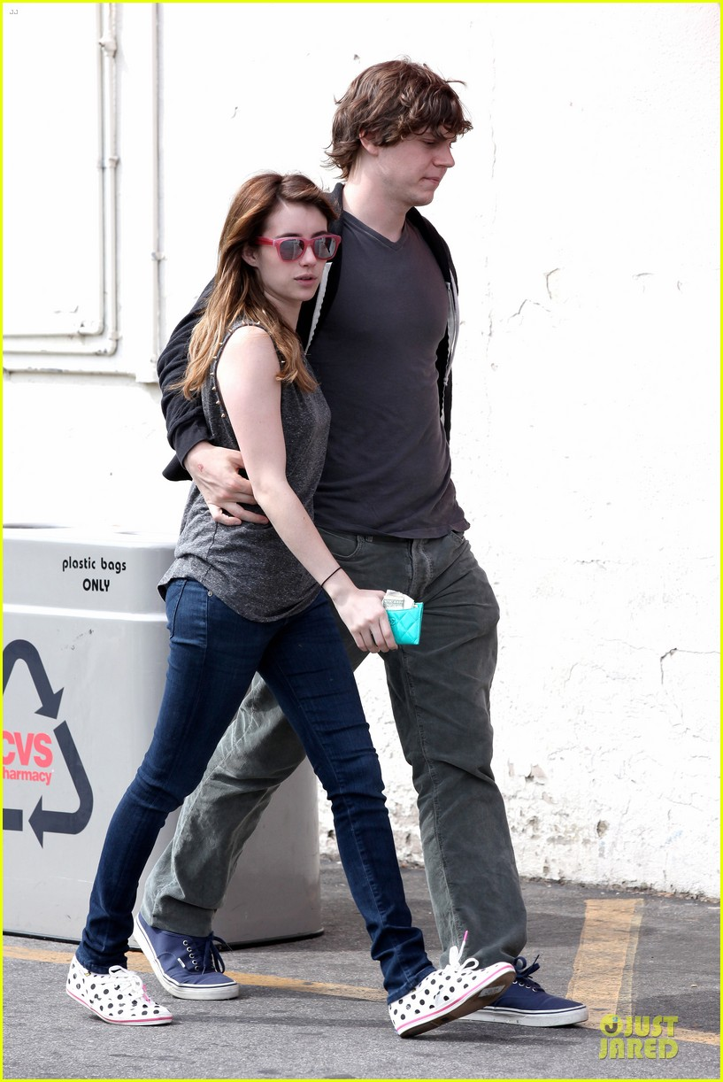 emma roberts evan peters cvs pharmacy stop 09