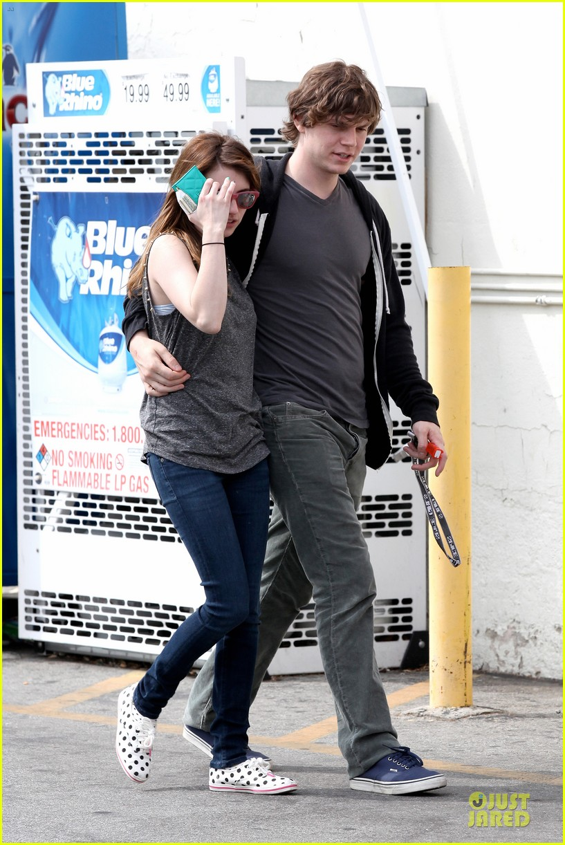 emma roberts evan peters cvs pharmacy stop 12