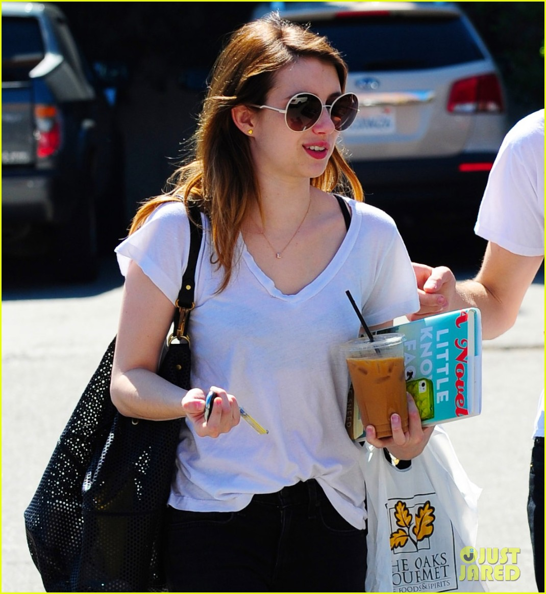 emma roberts delirium has first table read 04