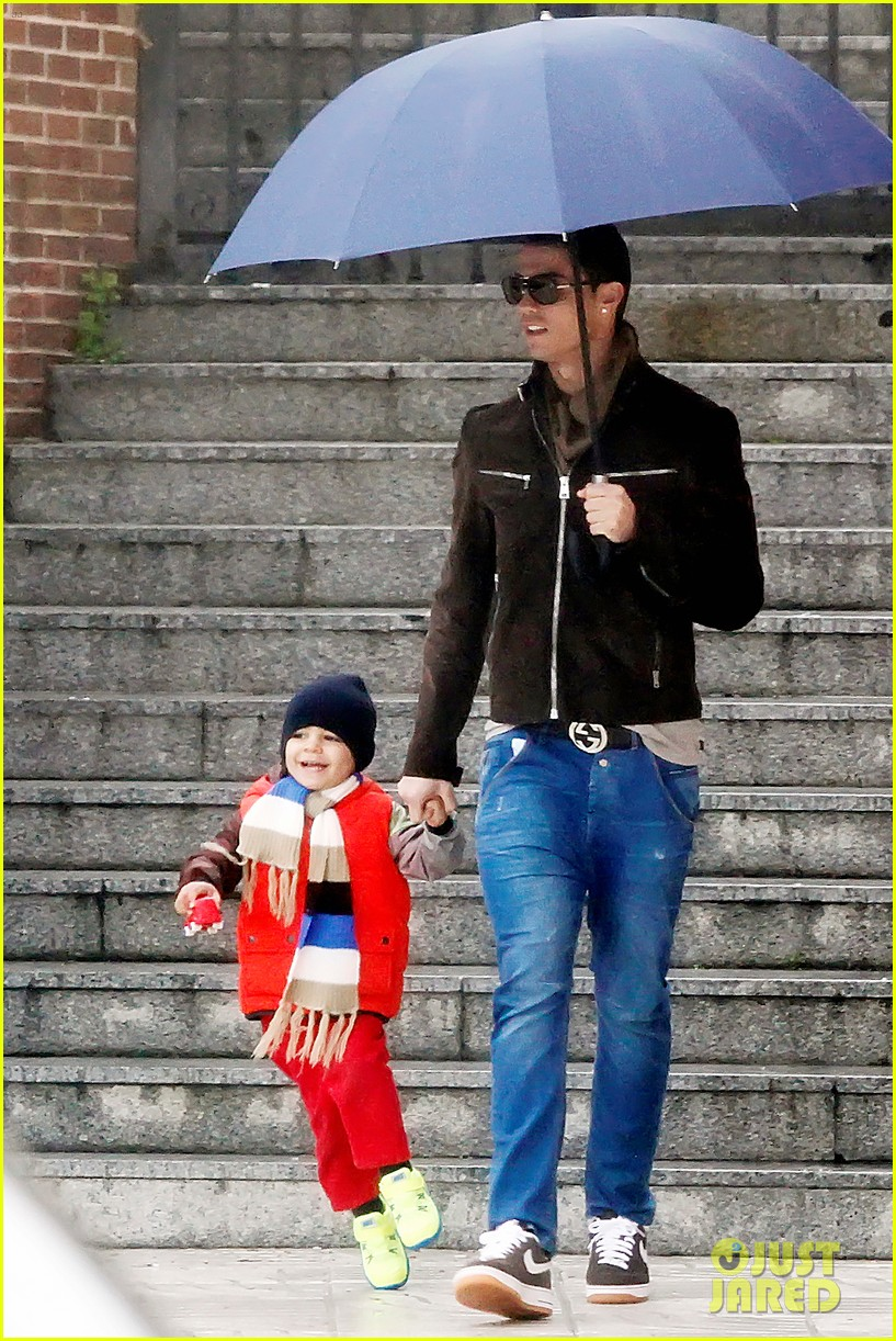cristiano ronaldo rainy madrid day with cristiano jr 01