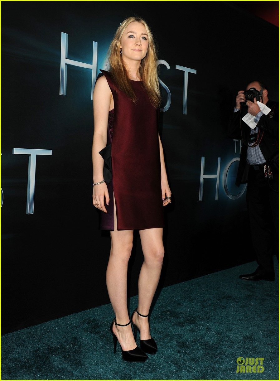 saoirse ronan max irons the host hollywood premiere 10