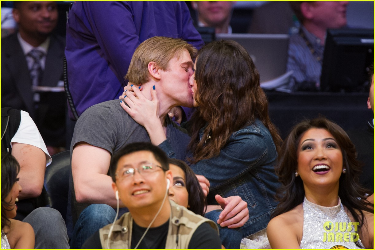 emmy rossum tyler jacob moore lakers game kiss 02