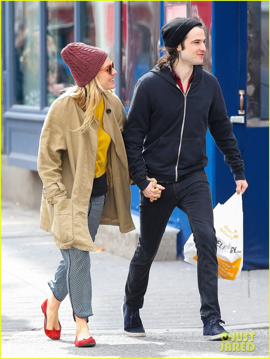sienna miller tom sturridge hold hands in nyc 10