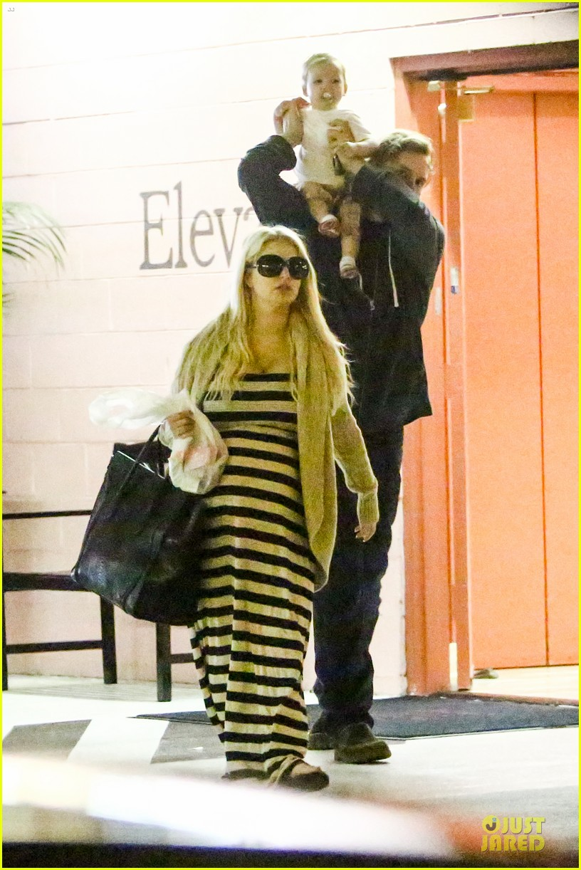 pregnant jessica simpson eric johnson doctors office with maxwell 05