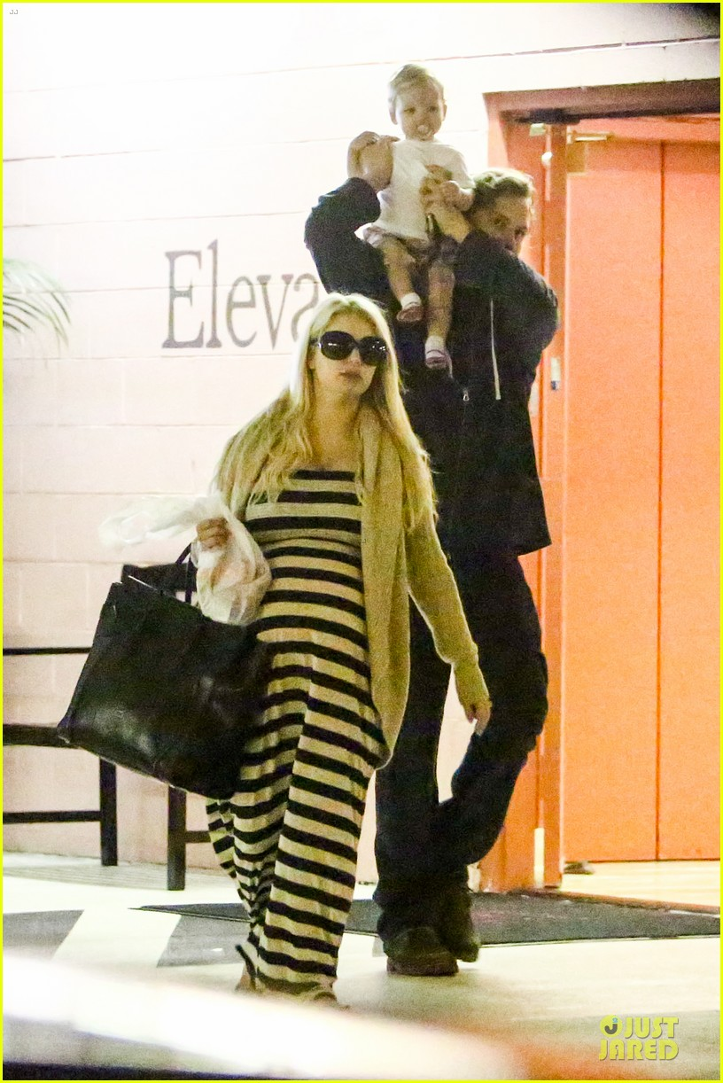 pregnant jessica simpson eric johnson doctors office with maxwell 082839969